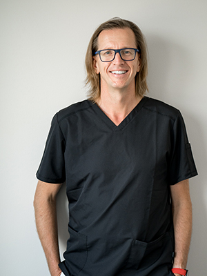 DDR. HELMUT KÖNIG Facharzt für Zahn-, Mund- & Kieferheilkunde Facharzt für Mund-, Kiefer- & Gesichtschirurgie